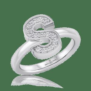 טבעת אות S מהממת ומיוחדת מבית בריליינט שיין Briliiant Shine משובצת ביהלומי מעבדה טבעיים AS GROWN, טבעת בעלת האותיות בעלת משמעות רבה הן בבחירת אותיות המתחילות את שמך או של האדם היקר לך כמתנה נהדרת ויוצאת דופן. הטבעת מתאימה ליום יום ולכל אירוע, מתנה לעצמך או לכל אישה שיקרה לליבכם. ניתן להזמין את הטבעת לבחירתכם בזהב צהוב, לבן או אדום. בנוסף, קיימת האפשרות להזמין את הטבעת בכל אות רצויה בתיאום מראש עם שירות הלקוחות לפני ההזמנה.
